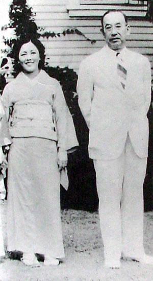 Hawayo Takata a Chujiro Hayashi r. 1938.